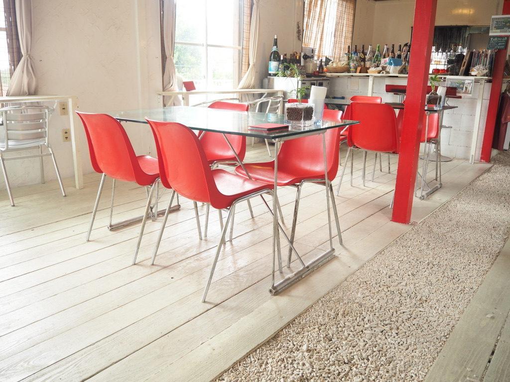 ハーヤナゴミカフェ テーブル
