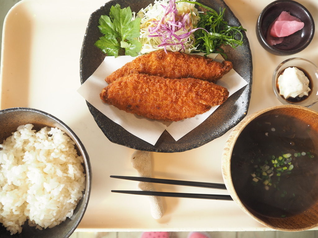ハーヤナゴミカフェ サカナフライ