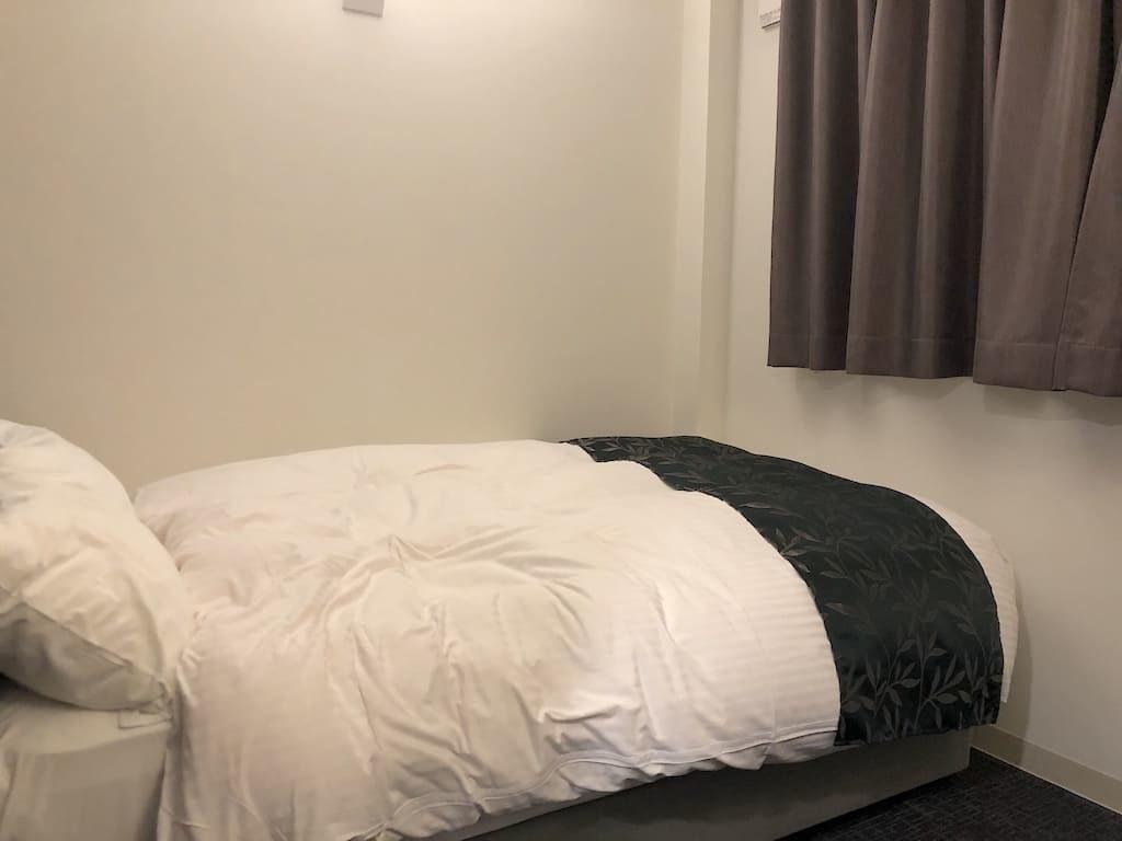 セミダブルタイプのベッド
