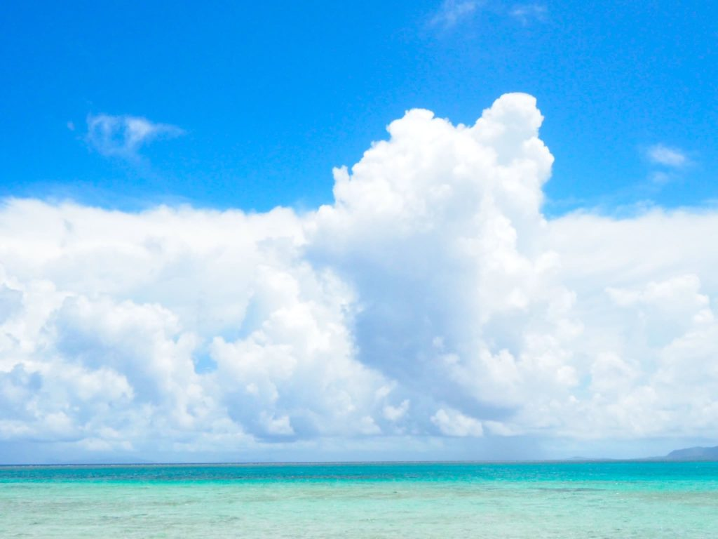 鳩間島 海と空