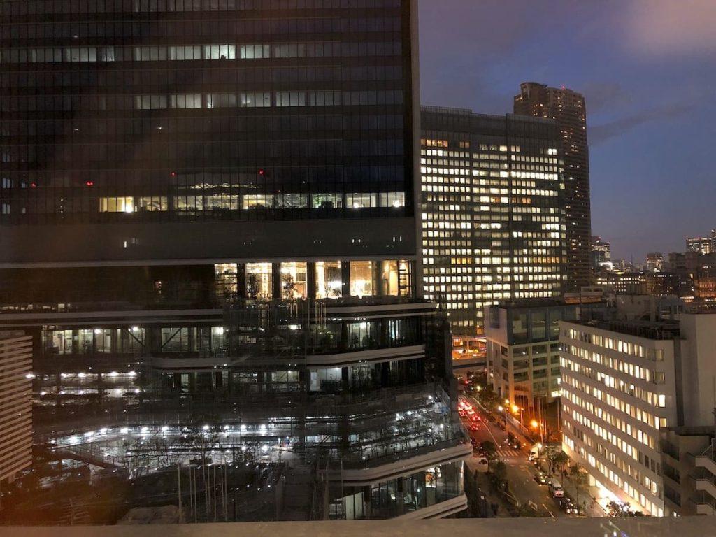13階から眺める街側の夜景