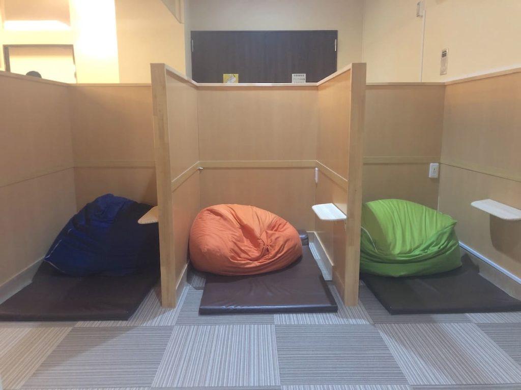 仕切りつきのゴロ寝スペース