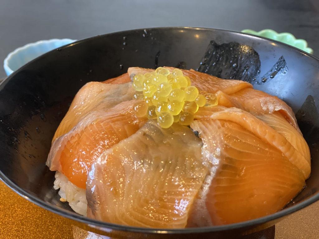 紅姫あまごの漬け丼 アップ